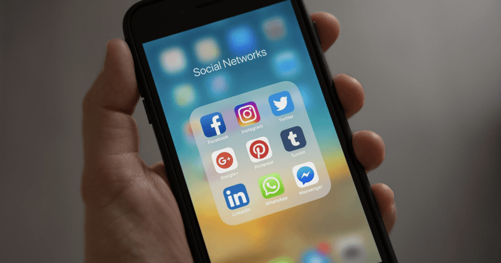 social media sharing on mobile to get new business